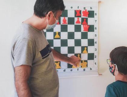 Συνεχίζουν διαδικτυακά οι μικροί σκακιστές μας